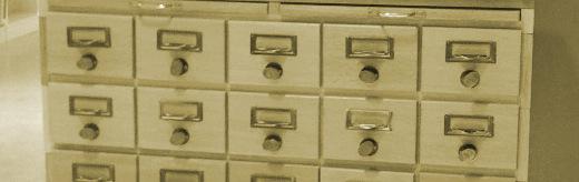 foto de um fichário de cartões comuns em bibliotecas